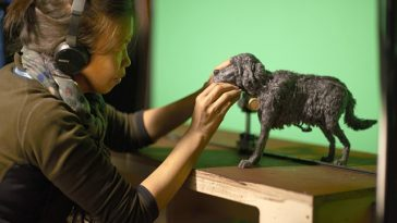 Kim_Keukeleire a lavoro sul set de L'Isola dei cani