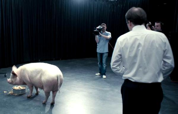 Una scena tratta da The National Anthem, primo episodio di Black Mirror.