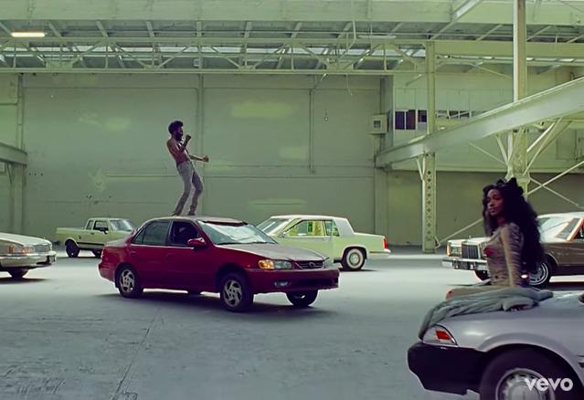Childish Gambino e la cantautrice SZA in una scena del video