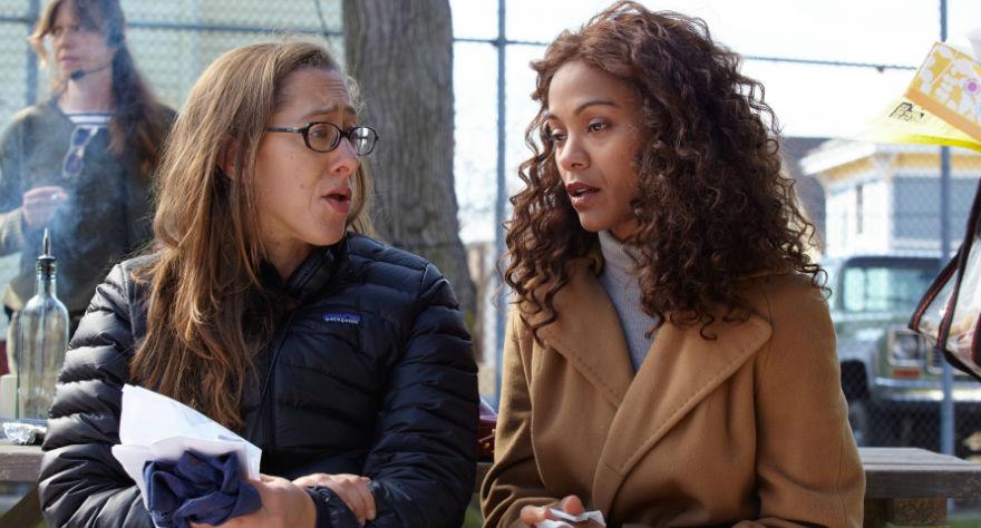 Maya Forbes e Zoe Saldana in una pausa sul set di teneramente folle