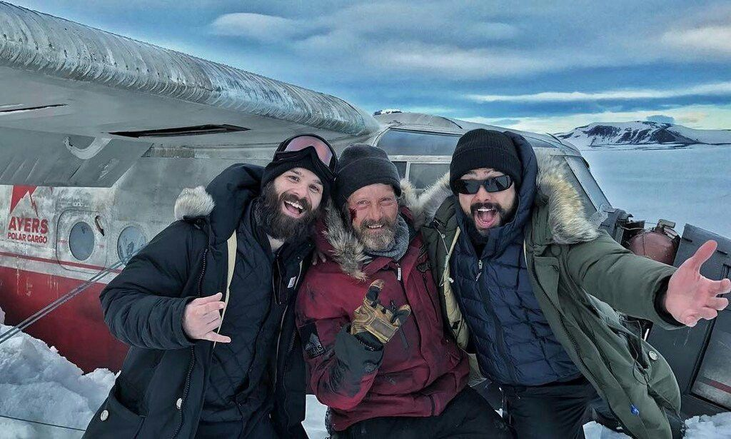Un momento di pausa sul set di Arctic.