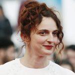 Alice Rohrwacher sul tappeto rosso di Cannes.