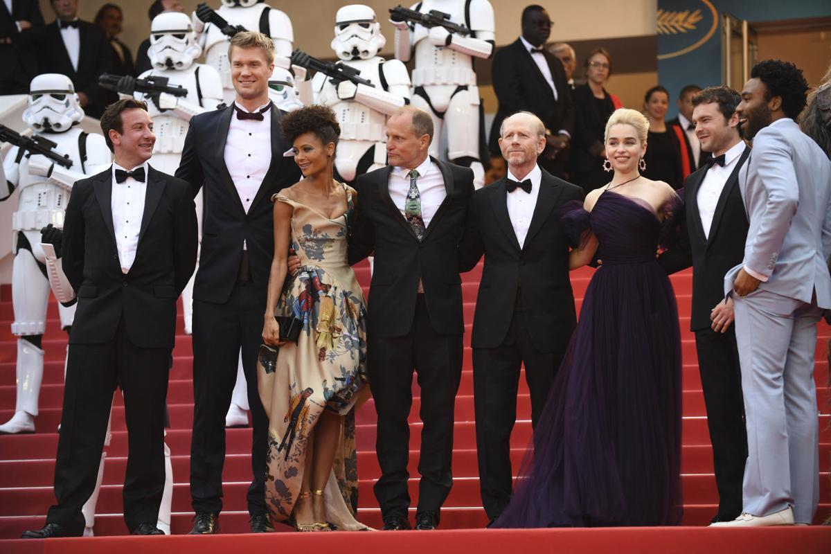 Ron Howard e il cast di Solo: A Star Wars Sory sul red carpet di Cannes71.