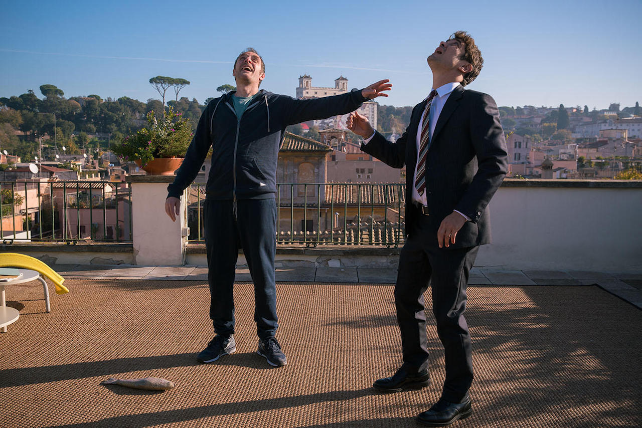 Valerio Mastandrea e Riccardo Scamarcio in una scena di Euforia.