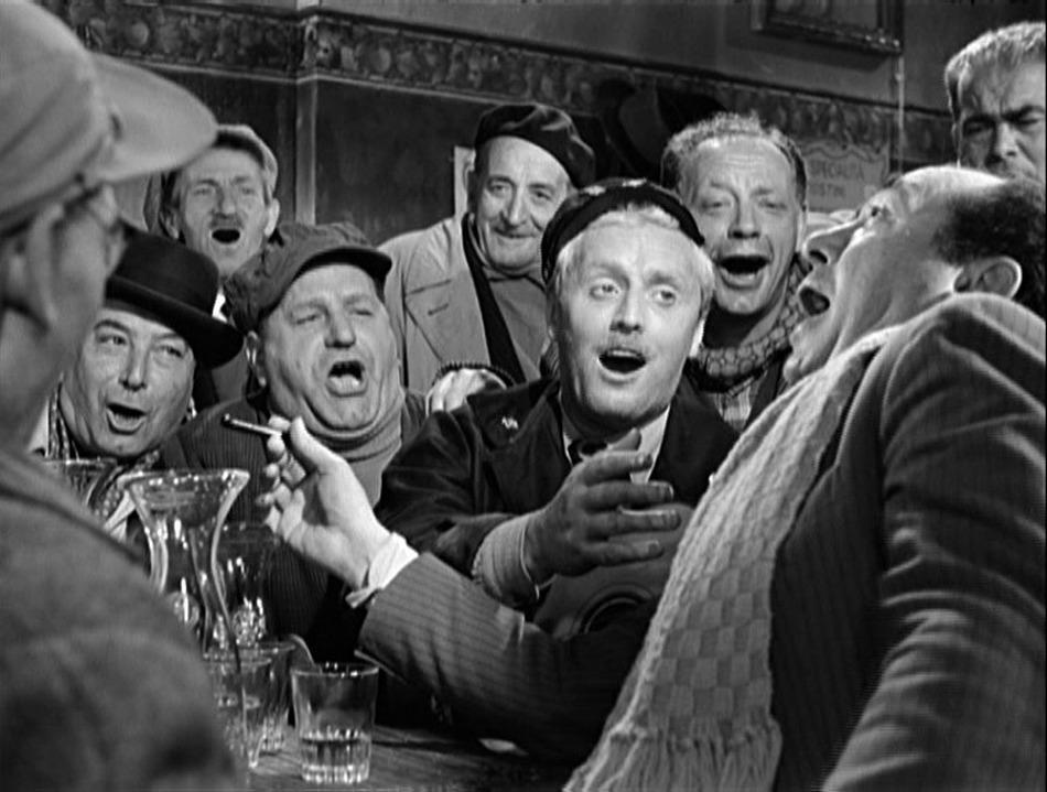 Una scena de Il Ferroviere.