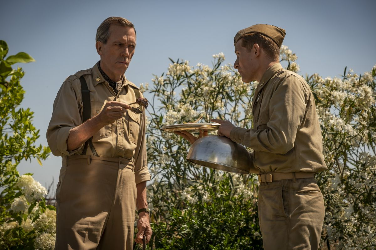 Catch-22, Hugh Laurie in una scena della miniserie