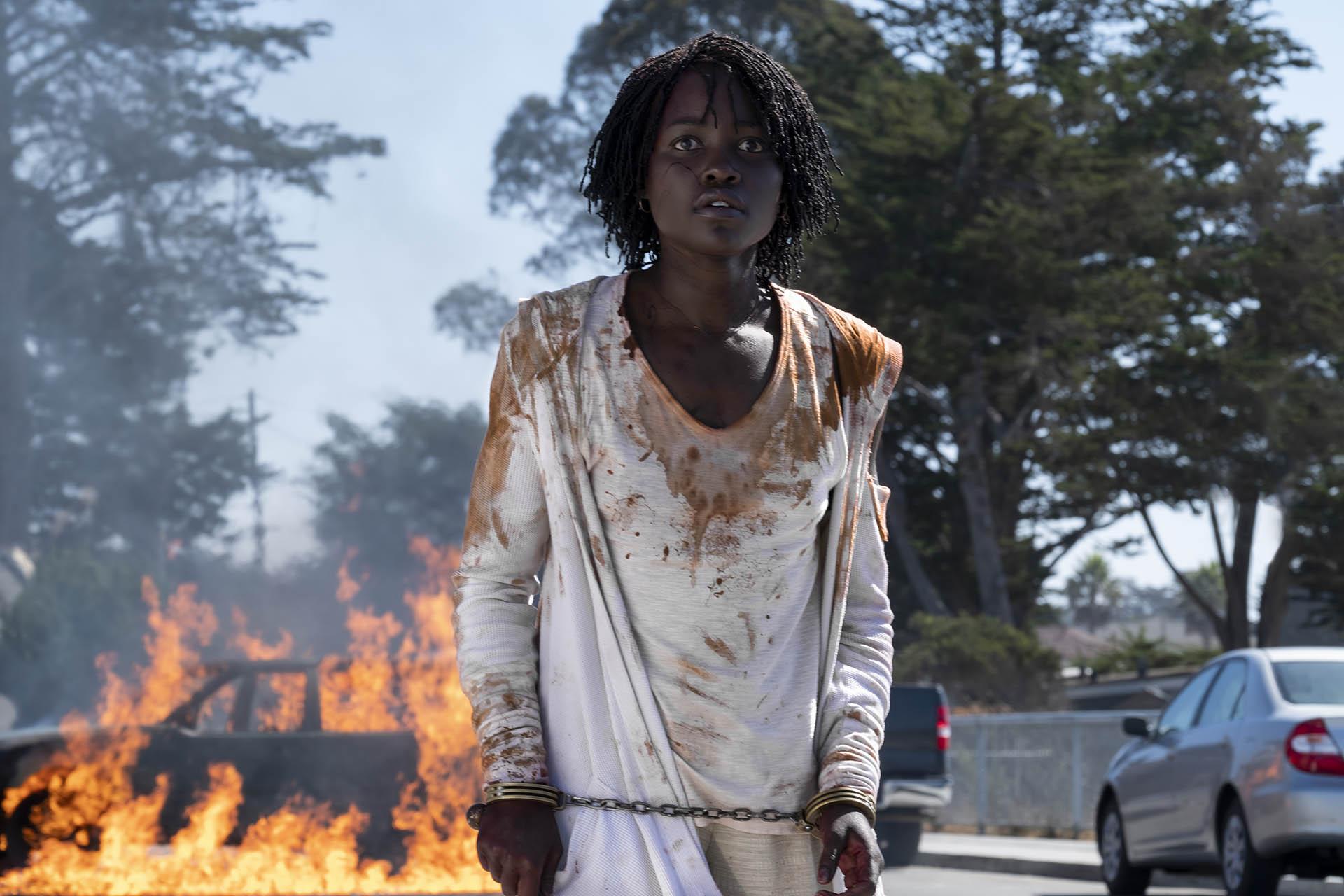 Noi, la protagonista Lupita Nyong'o in una scena del film