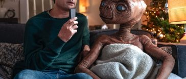 Henry Thomas e ET in una scena del corto