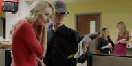 Charlize Theron e il regista Jay Roach sul set di Bombshell