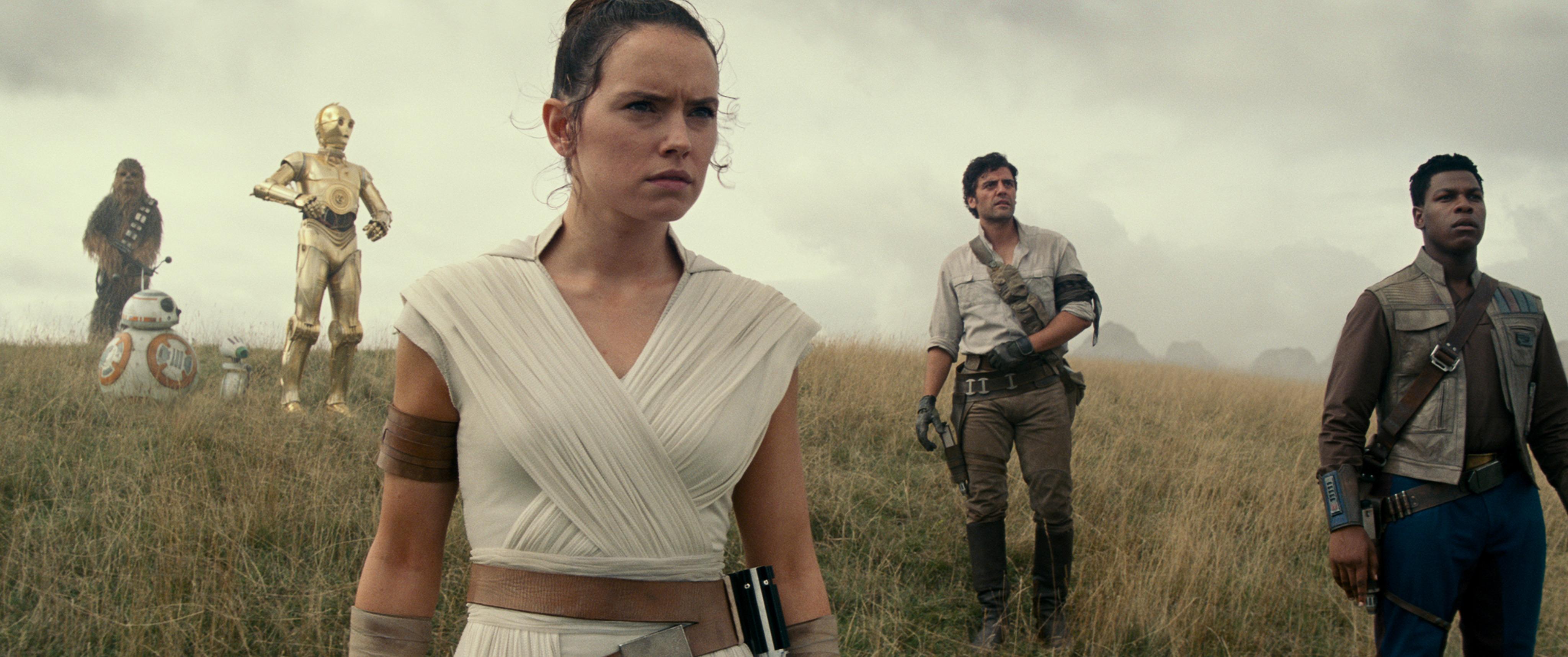 Gli eroi galattici di Star Wars: L'Ascesa di Skywalker: Chewbacca, BB-8, D-O, Rey, Poe Dameron e Finn