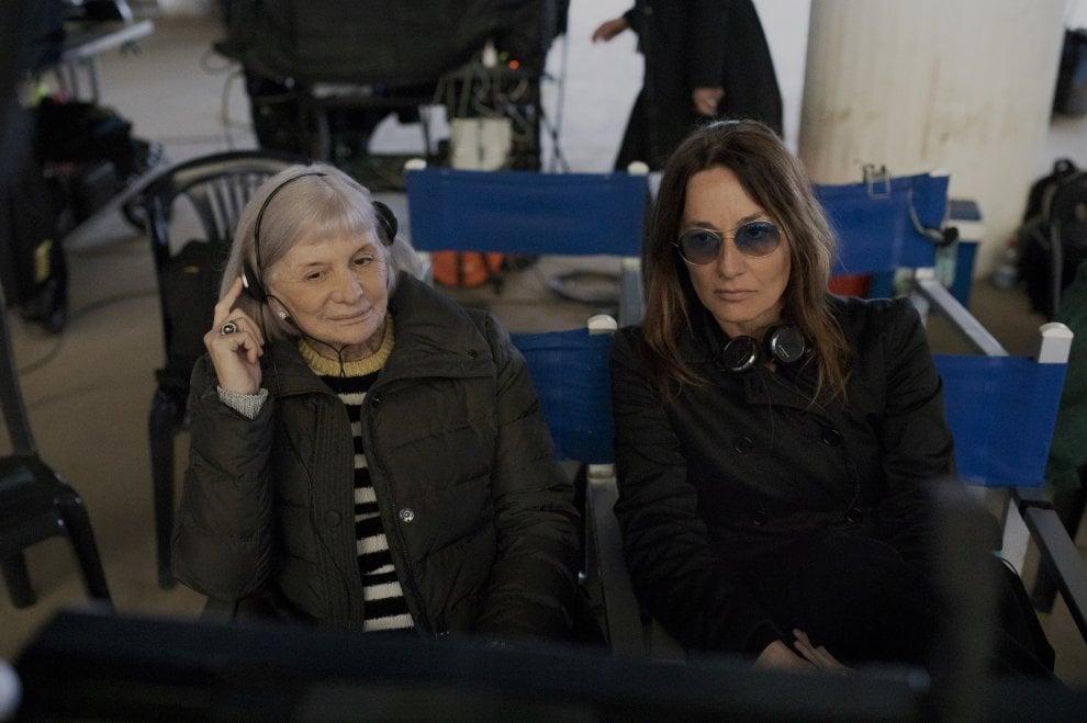 La scrittrice catalana Alicia Giménez-Bartlett e Maria Sole Tognazzi sul set di Petra