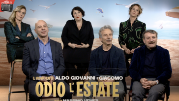 Aldo, Giovanni e Giacomo, insieme a Lucia Mascino, Maria Di Biase e Carlotta Natoli