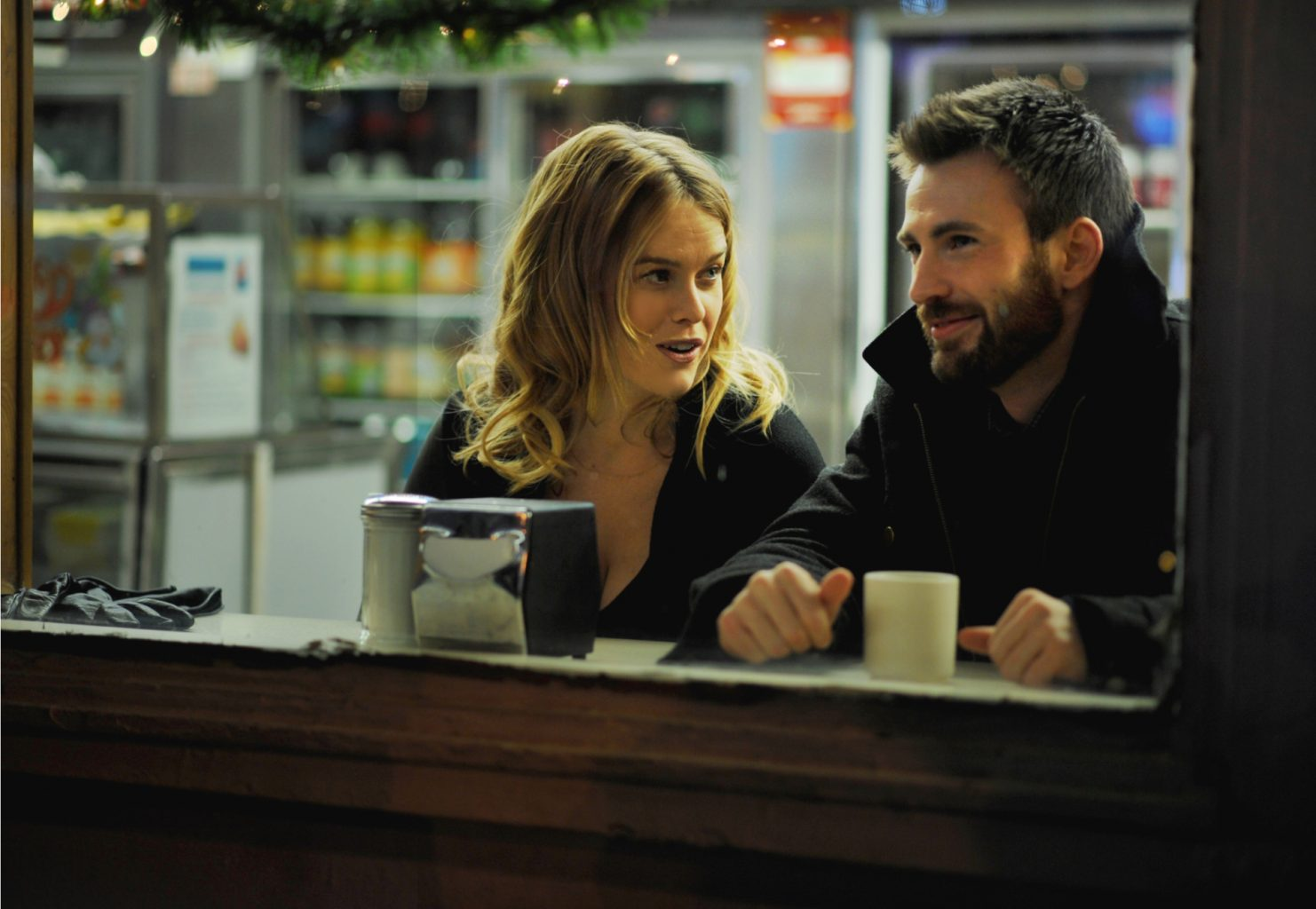 Alice Eve e Chris Evans in Before We Go