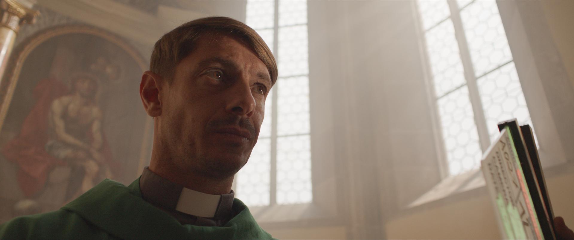 Giorgio Pasotti è Padre Ivan