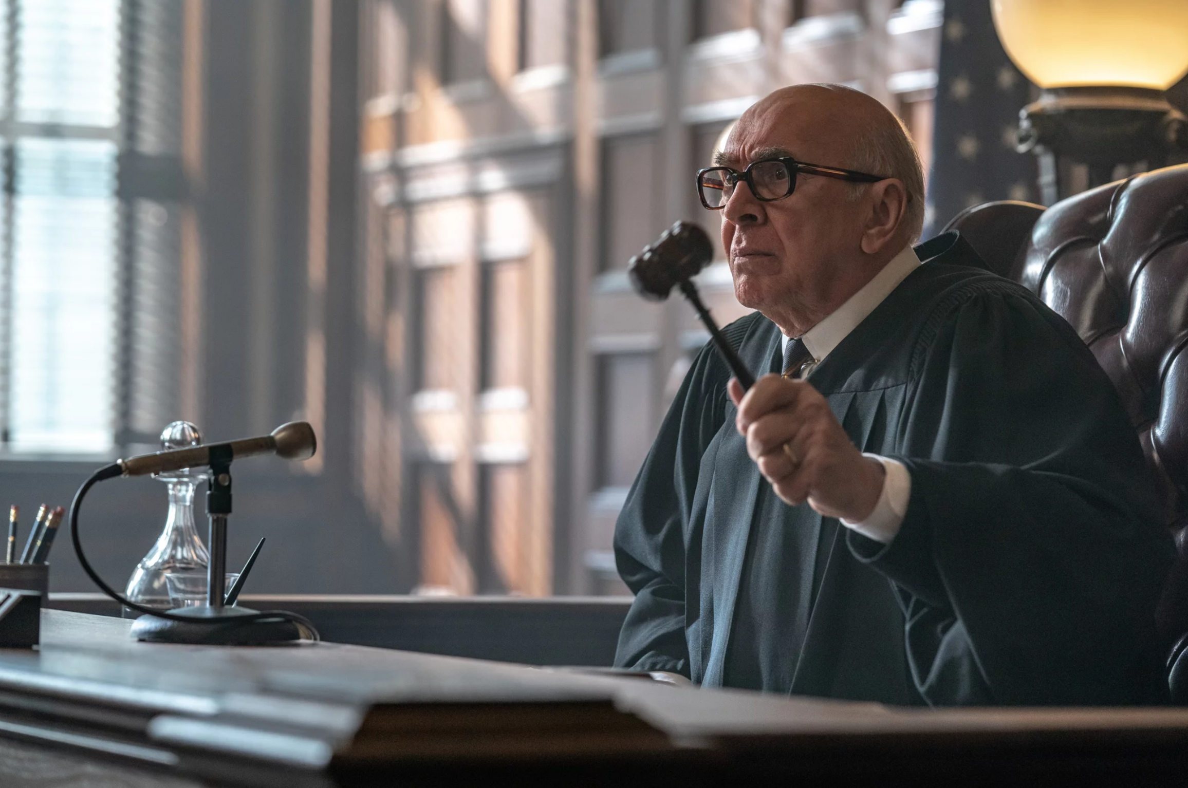 Frank Langella è il giudice Julius Hoffman