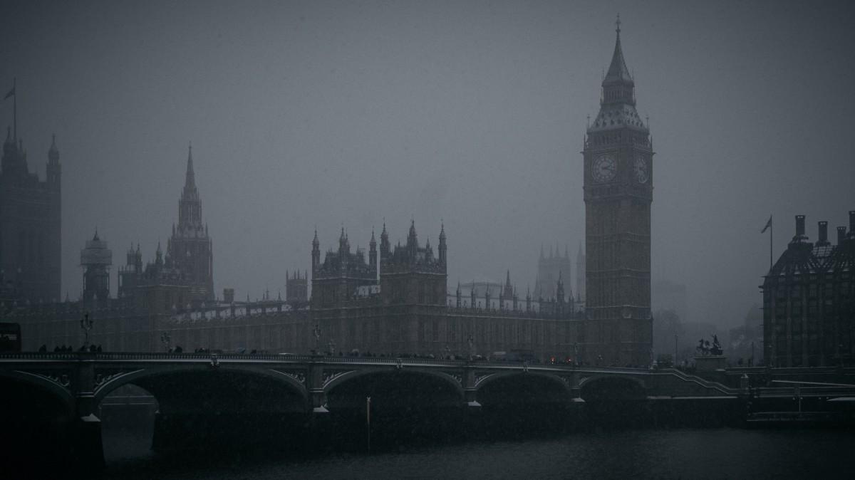 Il Big Ben e il Grande Smog visto in The Crown 1x04