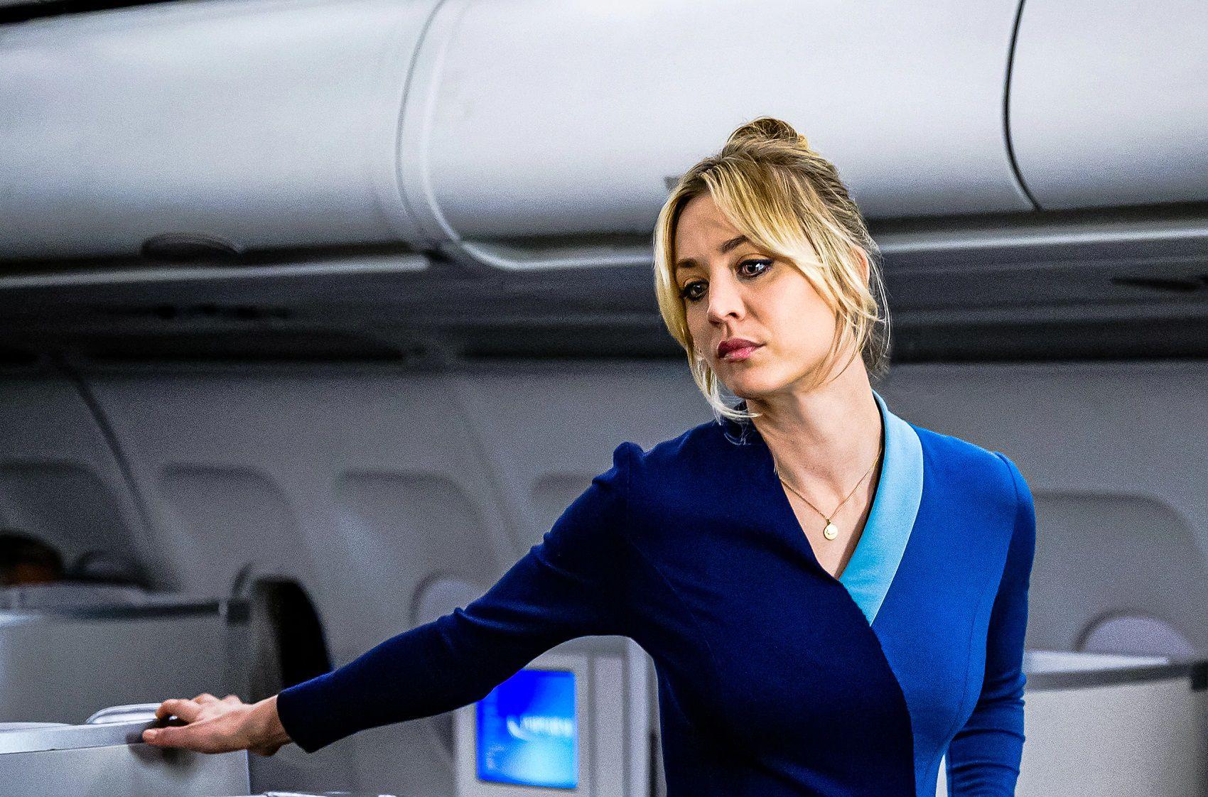"""Kaley Cuoco è Cassandra """"Cassie"""" Bowden ne L'assistente di volo"""