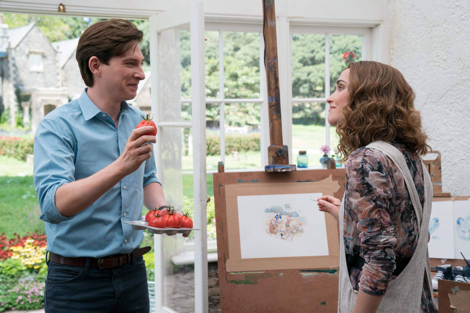 Domhnall Gleeson e Rose Byrne in Peter Rabbit 2