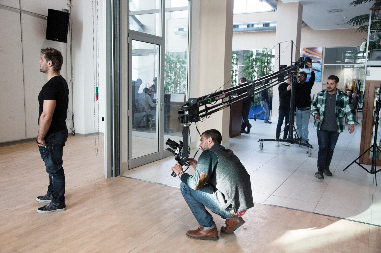 Matteo Dell'Angelo sul set con Clemente Russo. Foto di Gilda Aloisi