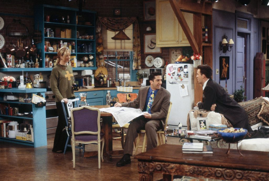 Lisa Kudrow, David Schwimmer and Matthew Perry in Monica's flat in Friends