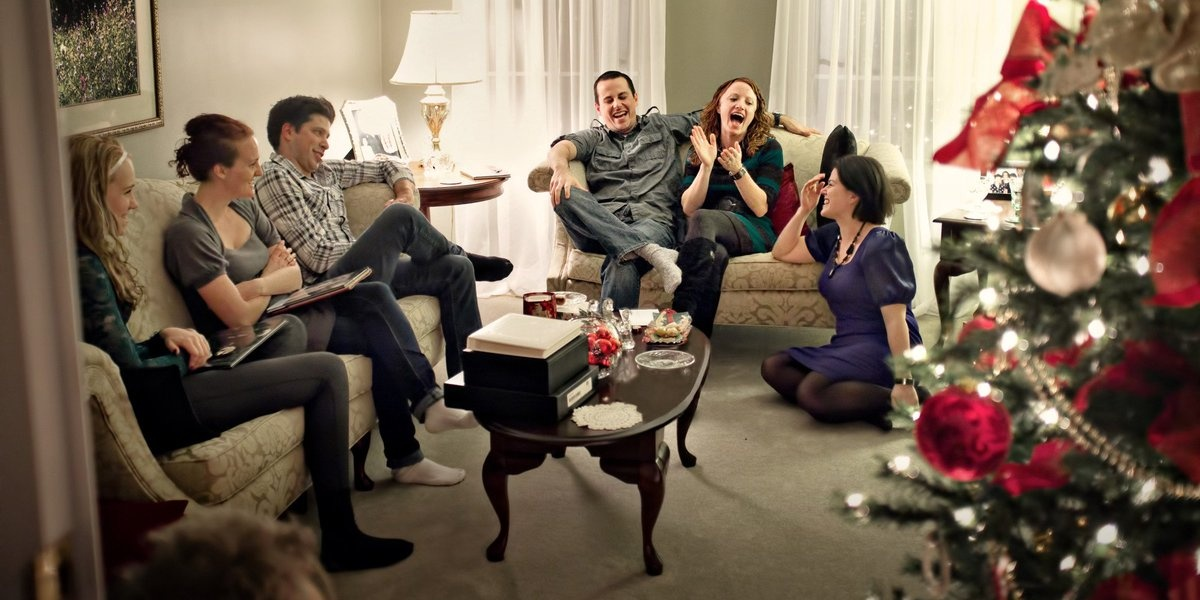 Surviving Christmas.Surviving Christmas With The Relatives Official Trailer